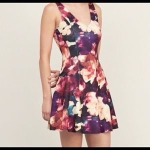 Floral neoprene v Neck Dress NWOT
